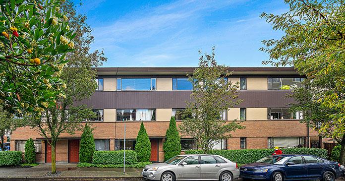 433 Bellevue Avenue East